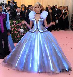 Zendaya Met Gala, Pictures Of Zendaya, Rockabilly, Met Gala Outfits, Zendaya Outfits, Zendaya Style, Beautiful Dresses, Nice Dresses, Pink Carpet