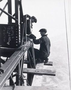 circa Two male construction workers riveting on the edge of a steel girder on the mooring mast of the Empire State Building during its construction, New York City. ~(Photo by Lewis W. Vintage Pictures, Old Pictures, Old Photos, Vintage Images, Empire State Building, Lewis Wickes Hine, Photographie New York, Steel Girder, Wisconsin