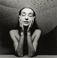 Danse aujourd'hui - un blog de danse contemporaine, des photos, des vidéos, des pensées: Photo du jour - Pina Bausch - mais qui est cette belle jeune femme 2!