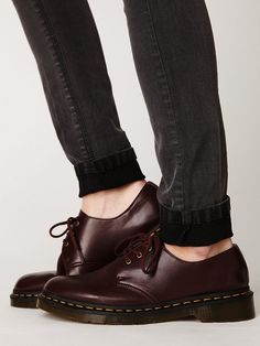 Dr. Martens Vegan 3 Eye Gibson Oxford