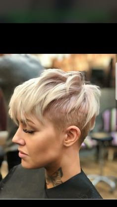 visit for more Blonde Uneven Undercut Pixie The post Blonde Uneven Undercut Pixie appeared first on kurzhaarfrisuren. Pixie Hairstyles, Short Hairstyles For Women, Cool Hairstyles, Hairstyles 2018, Latest Hairstyles, Shaved Hairstyles, Short Hair Cuts For Women Pixie, Scene Hairstyles, Hairstyles Pictures