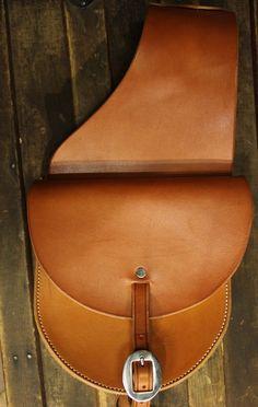 Horse Saddle Bags, Leather Saddle Bags, Horse Saddles, Cowboy Shop, Horse Bits, Leather Working, Tack, Stuff To Buy, Ideas
