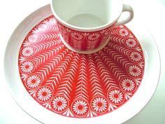 ARABIA Finland Riikinkukko cup and saucer Ceramic Tableware, Porcelain Ceramics, Ceramic Pottery, Kitchenware, Vintage Pottery, Vintage Ceramic, Boho Home, Ceramic Design, Scandinavian Design