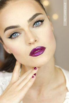 Love the bold lips with the subtle top rimmed eyes!
