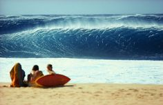 Backdoor Pipeline Oahu, Hi. 1970s. Love the Lightening Bolt board | @SingleFin_