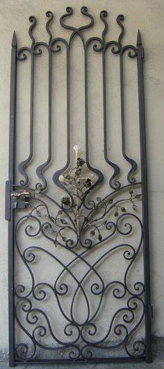 gate and curls wrought iron.  grille en fer forgé et se courbe.  cancello in ferro battuto e riccioli forgiati a mano