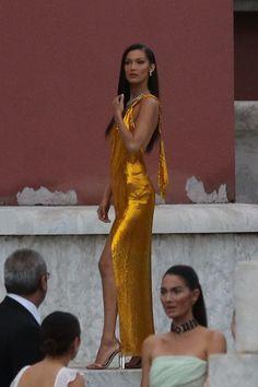 See more of looksohaute's content on VSCO. Bella Gigi Hadid, Bella Hadid Outfits, Bella Hadid Style, Looks Style, Looks Cool, Mrs Bella, Mode Vintage, Looks Vintage, Mode Inspiration