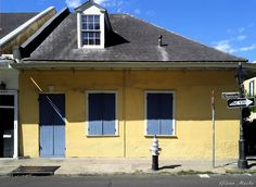 My Life in the Quarter: A Walk Up Chartres Street to Pirate's Alley #2   New Orleans Sites and Sights