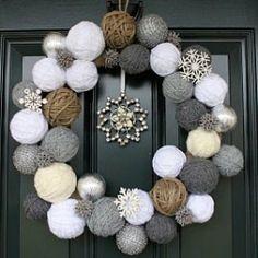 Styrofoam balls and yarn wreath Cute idea for a Christmas/winter wreath! Noel Christmas, Winter Christmas, Christmas Yarn, Christmas Countdown, Christmas Porch, Christmas Ornaments, Christmas Wedding, Christmas Ideas, Christmas Knitting