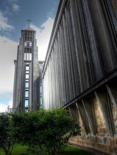 L'église Saint-Louis de Brest est un monument de style moderne érigé pendant la reconstruction de Brest, après la Seconde Guerre mondiale sur les ruines de l'ancienne église Saint-Louis, construite entre 1686 et 1785.