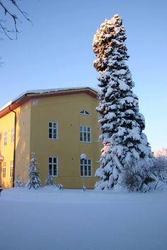 Vanhamäen Hyvinvointikeskuksen 1930-luvulta peräisin olevassa päärakennuksessa sijaitsee majoitustilat