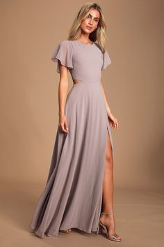 Get swept off your feet in the Lulus Garden Bliss Dusty Lavender Cutout Maxi Dress! Chiffon maxi dress with back cutout and flowy skirt with side slit. Elegant Maxi Dress, Chiffon Maxi Dress, Maxi Dress With Sleeves, Stunning Dresses, Flowy Skirt, Gala Dresses, Modest Dresses, Short Sleeve Dresses, Trendy Dresses