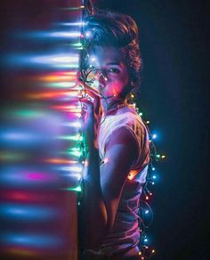Beautiful portrait with lights effect by creatieve fotografie, Girl Photography Poses, Creative Photography, Amazing Photography, Fairy Light Photography, Photography Ideas At Home, Rainbow Photography, Photography Hacks, Photography Backgrounds, Photography Challenge