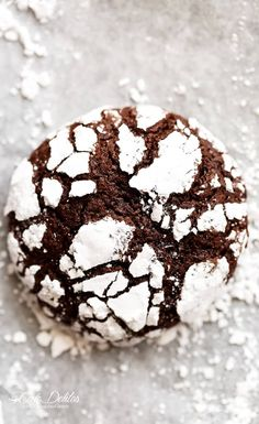 88 Calorie Chocolate Crinkle Cookies have an irresistible brownie centre, with a crunch of cookie on the outside! One of our favourite Christmas cookies!