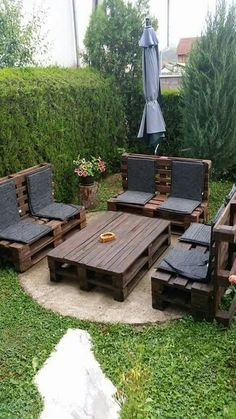 Pallet Outdoor Furniture backyard ideas, awesome ideas to create your unique backyard landscaping diy inexpensive on a budget patio - Small backyard ideas for small yards Backyard Ideas For Small Yards, Small Backyard Landscaping, Backyard Patio, Large Backyard, Small Patio, Backyard Ideas On A Budget, Landscaping Trees, Backyard Retreat, Pallet Garden Benches