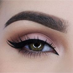 Eyeliner Ideas: 8 Alternatives to Cat Eye Makeup Cat eye makeup might be yesterday's news, but the double wing and Egyptian eyeliner are just making their grand debut. See these 8 eyeliner ideas to freshen up your look. – Das schönste Make-up Double Winged Eyeliner, How To Do Eyeliner, Best Eyeliner, Winged Liner, Pink Eyeliner, Coloured Eyeliner, Makeup Inspo, Makeup Tips, Beauty Makeup