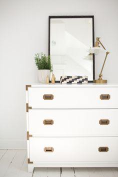 The Everygirl Co-founder Danielle Moss' Chicago Apartment Tour #theeverygirl || campaign dresser