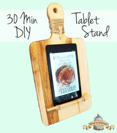 Easy to make tablet stand for the kitchen out of a cutting board and a piece from a lamp. #DIY #Crafts #kitchen #ipad