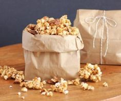 40 Perfect Popcorn Recipes - These all look so fun and so yummy! Popcorn Snacks, Popcorn Recipes, Snack Recipes, Dessert Recipes, Desserts, Popcorn Gift, Popcorn Balls, Party Snacks, Sweet Recipes