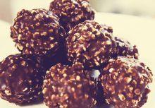 Ferrero Rocher™ maison Nutella, Bite Size Desserts, Sweet Desserts, Desserts With Biscuits, Christmas Deserts, Guacamole Recipe, Cake Shop, Copycat Recipes, Yummy Cakes