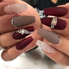Nail Art Ideas to spice up your manicure – Esther Adeniyi - Christmas nails Glam Nails, Bling Nails, Cute Nails, Pretty Nails, My Nails, Hair And Nails, Fancy Nails, Bling Nail Art, Rhinestone Nails