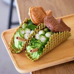 🌮😵 Heck yes! 😋 Taco-shaped waffle cones stuffed with deliciously rich ice cream, mochi rice cakes and taiyaki (a fish‐shaped pancake filled with sweet anko beans) ! Matcha, Japan Street Food, Ice Cream Taco, Mochi Ice Cream, My Best Recipe, Cafe Food, Aesthetic Food, Food Pictures, Sweet Recipes