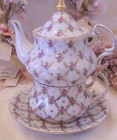 Lace 'n' Ribbon Roses: Pretty In Pink Tea Sets .... Pink Saturday