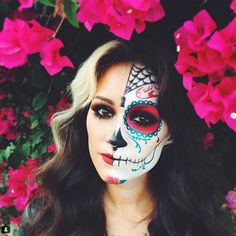 SUGAR SKULL MAKEUP: The work and precision required to create these looks is mind-blowing! Here are 21 gorgeous Sugar Skull makeup looks to ~inspire~ you! Click through for all the looks and more ideas!