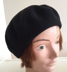 80s Black wool beret unisex hat small 10 inches Beatnik Look 3f05ad5b24f2
