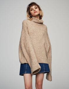 Camisola de malha canelada peluche com gola dobrada - Malha - Vestuário - Mulher - PULL&BEAR Portugal