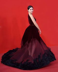 fan-bingbing-red-velvet-dress-shanghai-film-festival-2015