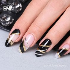 The creative design is done by our students.💅 Do you want to create such designs? Take a 2 day course and learn dozens of nail designs! Black Nail Art, Black Nails, Red Nails, Popular Nail Designs, Fall Nail Designs, Diy Sharpie, Pretty Nails, Cute Nails, Basic Nails