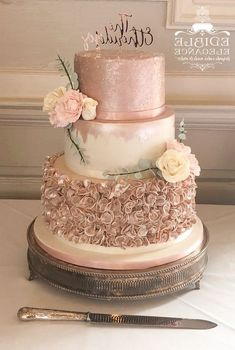 But imagine a gorgeous explosion of glitzy and glamorous rose gold! Rose gold is contemporary, Rose Gold Theme, Gold Wedding Colors, Gold Wedding Theme, White Wedding Cakes, Rose Wedding, Fall Wedding, Rosegold Wedding Cake, Purple Wedding, Wedding Themes
