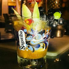 . Drink de acerola :) . Paris Lounge Rua Ernesto de Paula Santos 186 Boa Viagem Recife PE. . #drink #drinks #cocktail #cocktails #parislounge #barman #bartender #vodka #rum