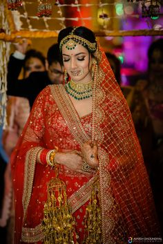 Impressive Outfits & Upbeat Decor: This Cheerful Wedding will Win your Heart Indian Bridal Photos, Indian Bridal Outfits, Indian Bridal Makeup, Indian Bridal Fashion, Indian Bridal Wear, Wedding Makeup, Designer Bridal Lehenga, Indian Bridal Lehenga, Bridal Lehngas