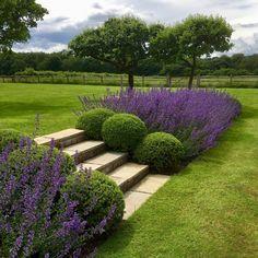 Instagram Landscape Design, Garden Design, Flower Bed Edging, Garden Spaces, Back Gardens, Garden Inspiration, Garden Landscaping, Backyard, Instagram
