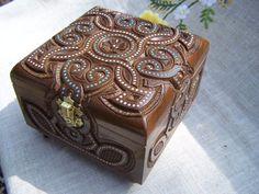 Joyería caja caja de madera anillo caja tallada por HappyFlying, $50.00