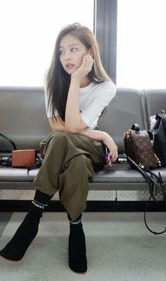 Jennie Kim of BlackPink Kim Jennie, Jennie Kim Tumblr, Blackpink Fashion, Korean Fashion, Fashion Outfits, My Little Beauty, J Pop, Blackpink Photos, Blackpink Jisoo