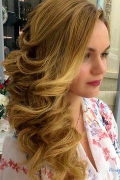 cb3658e857f8 Νυφικά χτενίσματα για μακριά μαλλιά  Πλαϊνή κόμμωση.Απολαμβάνετε τα μαλλιά  σας κάτω. Τότε