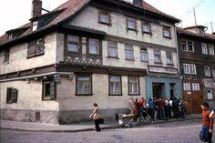 Schlange vor Fleischerei in Meiningen, DDR, 1979 | by Kurt Tauber