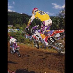 The Beast from the East chasing The Doctor at the 1993 Washougal 125 National. Motocross Racer, Beast From The East, Off Road Racing, Vintage Motocross, Dirt Bikes, Motorbikes, Yamaha, Bicycle, Damon
