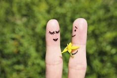 What finger doesn't like being given flowers? | 21 Finger Faces That Are Strangely Heartwarming