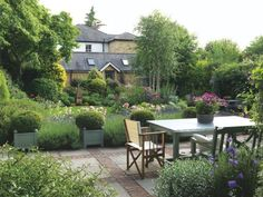 Gardening Advice For A Luscious, Healthy Garden Backyard Ideas For Small Yards, Small Backyard Patio, Backyard Patio Designs, Backyard Landscaping, Yard Design, Back Gardens, Small Gardens, Outdoor Gardens, Courtyard Gardens