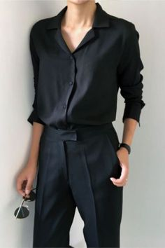 Are you looking for effortless minimalist outfit ideas to refresh your spring wardrobe? For no brainer easy mornings, we round up fifteen looks to get you inspired. Fashion Mode, Trendy Fashion, Womens Fashion, Fashion Black, Trendy Style, Dress Fashion, Fashion Clothes, Fashion Spring, Boyish Style