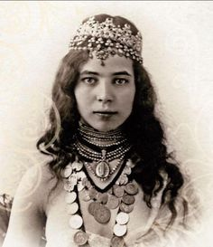 Beautiful vintage portrait of a Moroccan Jewish woman. Join the Israel Facenook Group https://www.facebook.com/groups/65681017224/