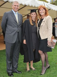 Sarah Ferguson Photos - Prince Andrew and Sarah Ferguson, Duchess of York, attend the graduation ceremony of eldest daughter, Princess Beatrice, from the University of London Goldsmiths. - Prince Andrew at Graduation Princesa Beatrice, Princesa Eugenie, Sarah Duchess Of York, Duke And Duchess, Duchess Of Cambridge, Prinz Philip, Eugenie Of York, Duke Of York, British Royal Families