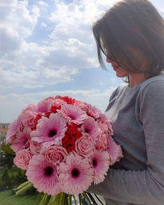 💥 The Sun is shinning and the flowers are smelling so good 💥  #shinymorning #shinyday #sun #sky #blue #bluesky #pinkrocks #pink #pinkrose #pinkgerbera #pinkbouvardia #roseslover #roses #gerbera #bouvardia #bouquet #bouquetrose #flowershots #flowers #flowers_mania__ #floristshop #florist #creations #thessaloniki #greece #anthos_theartofflowers Shiny Days, Pink Gerbera, Thessaloniki, Rose Bouquet, Fresh Flowers, Greece, Roses, Sky, Blue