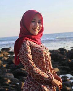 Setahunbaru: Happy Hijab Girl Has a Love Big Fashion, Fashion 2020, Hijab Fashion, Muslim Girls, Muslim Women, Moslem, Hijab Stile, Muslim Beauty, Indonesian Girls
