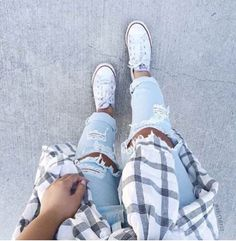 jeans mxlisa.xo ripped jeans blue blue jeans light blue jeans style me beautiful tumblr tumblr outfit tumblr outfir dope dope wishlist cute cute outfits cute shoes converse white white converse converse all star beach glass plad shirt black and white flannel shirt trendy