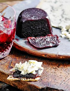 Fruit Cheese Recipe with Sloe Gin Check out our impressive homemade sloe gin cheese. Fruit cheeses are set fruit pastes that are ideal partners for cheeseboards. Try this with a strong blue cheese such as stilton Charcuterie, Vegetarian Bake, Vegetarian Lasagne, Vegetarian Recipes, Flavoured Gin, Baking Recipes, Gin Recipes Food, Meal Recipes, Cooker Recipes